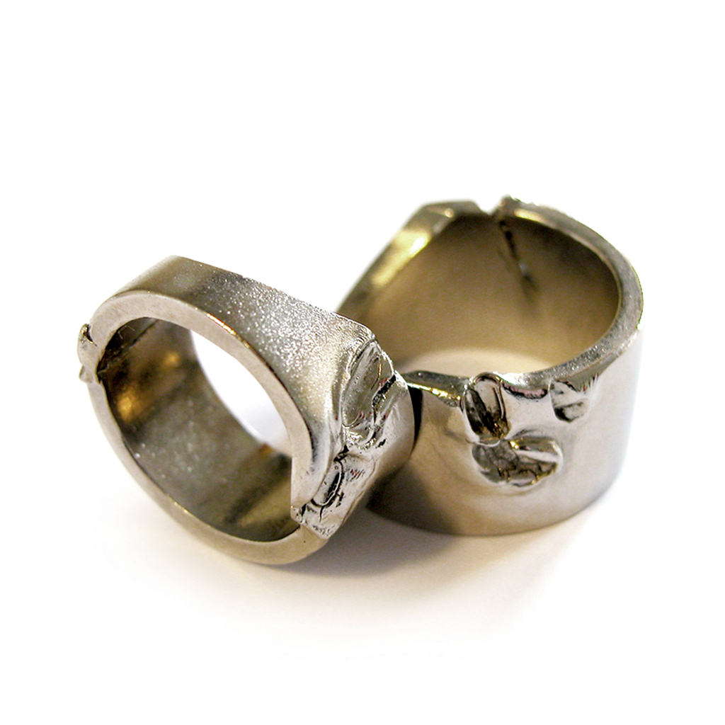 For a moment of extreme anger that must be self-restrained. A set of two bitten rings as a reminder of rage that needs to be released immediately.